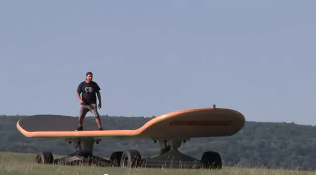 Worlds-largest-skateboard